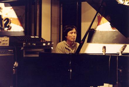 旧Studio8でピアノを弾かれる吉田さん