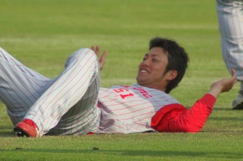 20080429_試合後に笑顔で練習をする末永真史