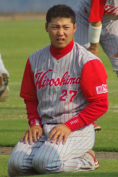 20080429_試合後に行われた下半身トレーニングの合間に、正座で一息つく上村和裕