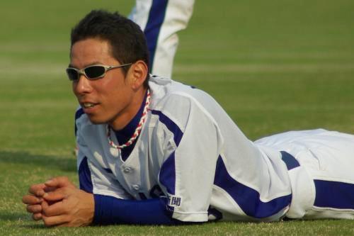 20080429_試合後にする肉体系トレーニングがひと段落し、楽な姿勢をとる柳田殖生