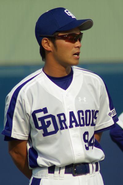20080429_試合後に行われた選手の肉体系トレーニングを見守る住田ワタリ