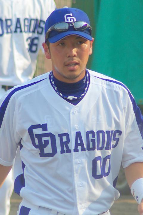 20080429_試合後のストレッチを終え、ベンチへ戻ってくる前田章宏