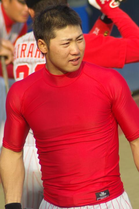 20080429_体にキッチリのアンダーシャツでいい体を見せてくれる上村和裕