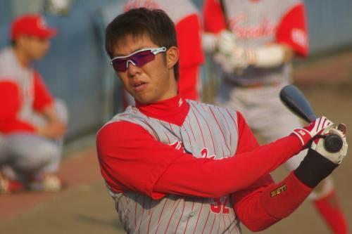 20080429_試合後に素振りの打撃練習をする白浜裕太