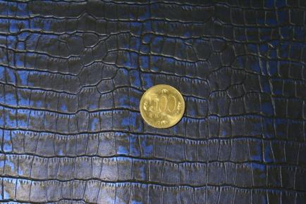 No.146ブロンドブルークロコ型押し革