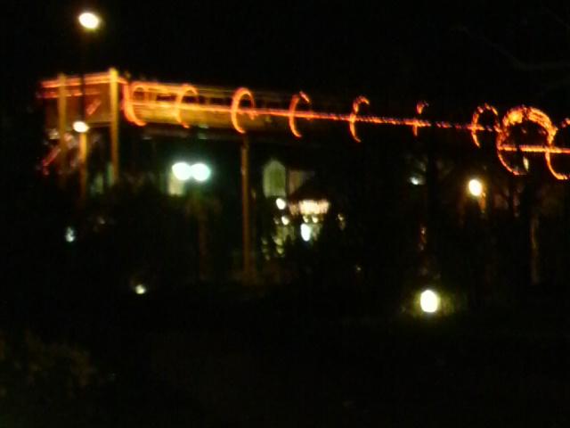 子供広場のローラー滑り台もライティングされていて夜間も滑れます♪