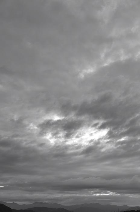 モノクロ 雲001