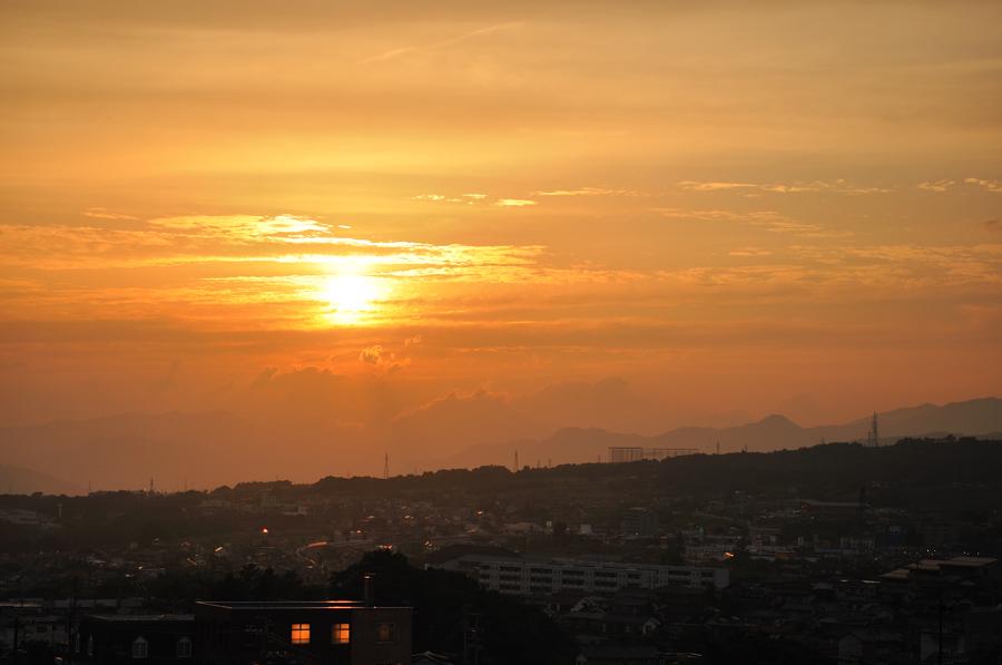 窓から 夕日