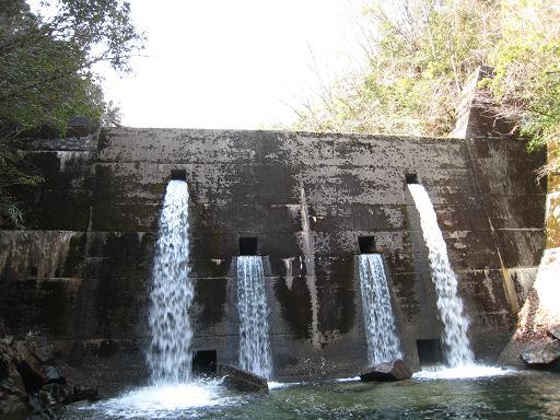栗島川堰堤