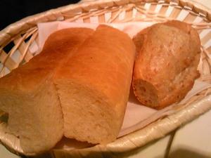 「自家製パン2種」モルトボーノ(福岡市)