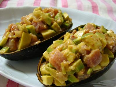 マグロとキムチのアボカドサラダ