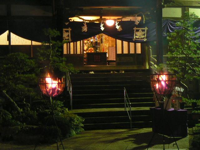 本堂前の篝火①