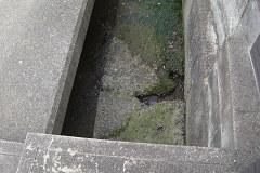 玄関先の落ちた溝