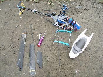 墜落したT-REX450 V2