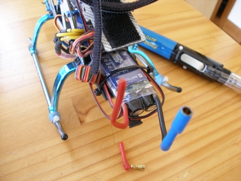 ESC(Hyperion HP-TITAN-35-PSW3)からバッテリーに接続する3.5mmゴールドバナナコネクタのメス側がポロリと落ちた・・・・