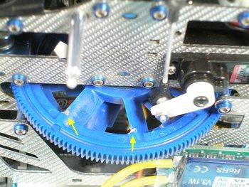 ピッチ用サーボホーンの先端がMain Gear(メインギア)の上部に干渉していたのが今頃になって分かりました。