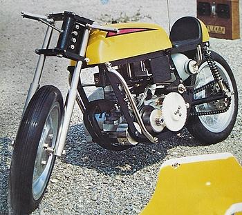 開発中のRCオートバイ