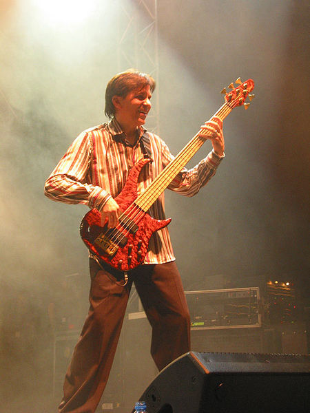 450px-Mike_Porcaro_with_bass_guitar.jpg