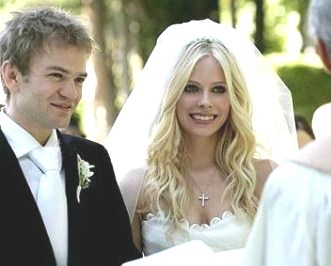 avril_lavigne_wedding_marries_deryck_whibley.jpg