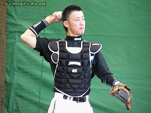亮太が着ているサードユニは、「背番号71」←山中コーチw