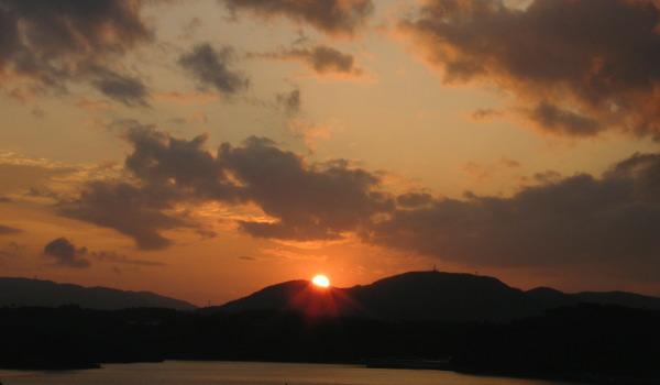 古宇利大橋から見た夕陽。