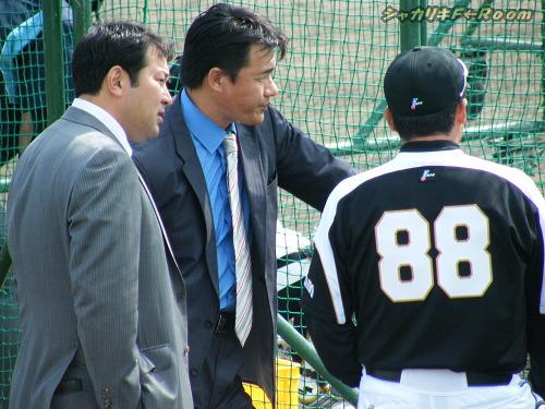 WBC組の視察にきたはずの与田&伊東コーチですが…