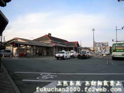 上熊本駅前の風景。右のバスは熊本市営バス。