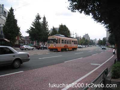 熊本市電の広告電車、チキンラーメン号です。