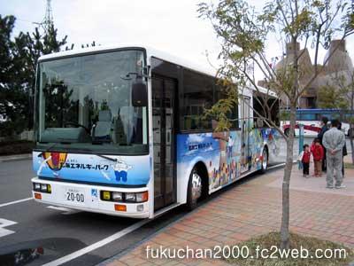 2004年3月、佐賀県の玄海原子力発電所で撮影した燃料電池バス。