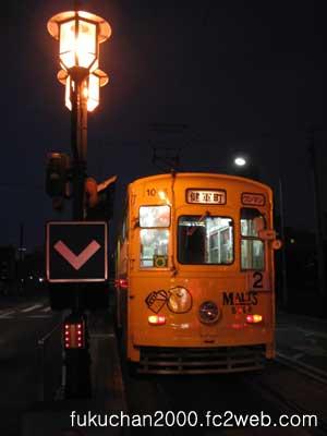 サントリー九州熊本工場の広告電車。田崎橋電停にて。