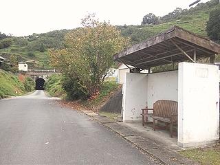 トンネル前駅