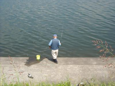 008多摩川河口付近釣り人①