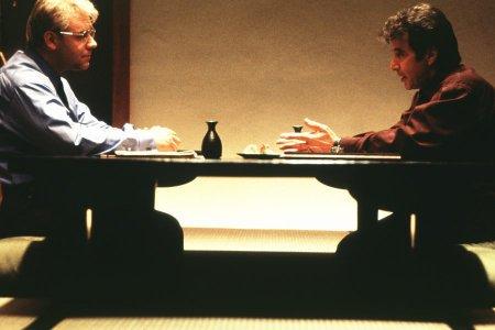 和食屋で話すワイガンド(左)とバーグマン