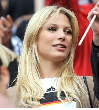 ドイツサポーターの女性