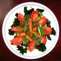 トマトとソーセージのサラダ