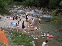 夕森で川遊び