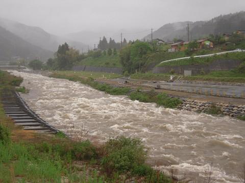 濁流となった川上川