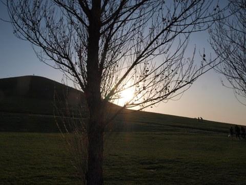 モエレ山と夕陽(2009.05.06)