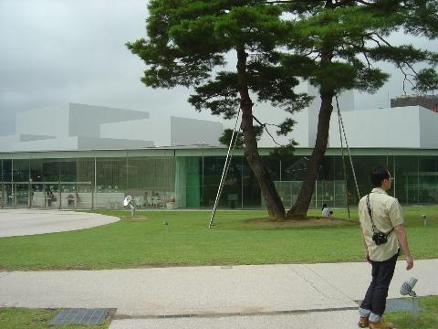 21世紀美術館外観(2009.08.11)