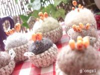 リネン糸で編んだカゴのピンクッション。
