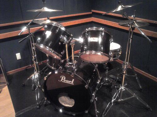 鳴らないのに存在感大なドラム。