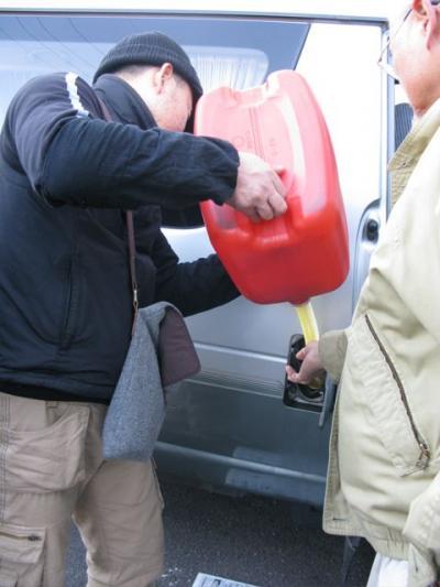 wvo車に給油(天ぷら油)