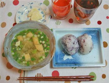 2012_朝食3しそむすび