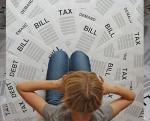 請求書や税金に苦悩する私の秘書です。