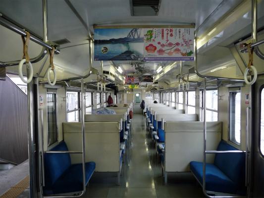 キハ47車内。 久々に国鉄型ボックスシート。