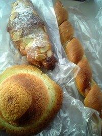 070414_175307-さくらパン