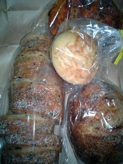 080114_012206有のパン