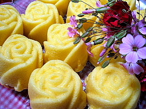 rosecake1.jpg