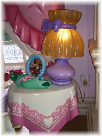 07 ミニーちゃんの家 テーブル