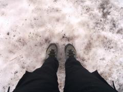 一ノ倉岳から茂倉岳の稜線上の雪渓